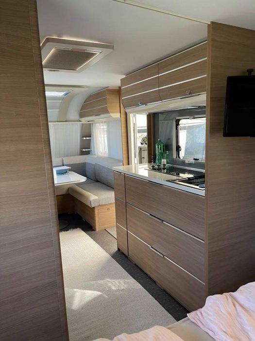Luksusvogn Adria Adora 593 up stort fortelt til hele familien (pl. 134)